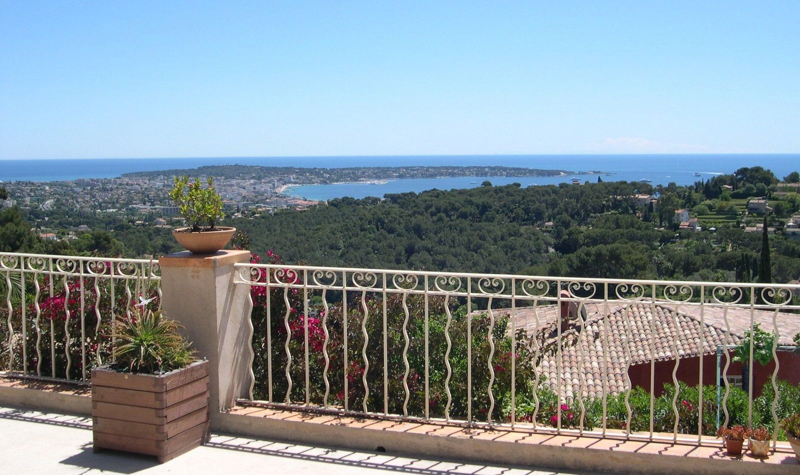 We have a wide range of quality apartments and villas for sale on the Côte d'Azur